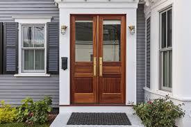 L'entretien d'une porte en bois