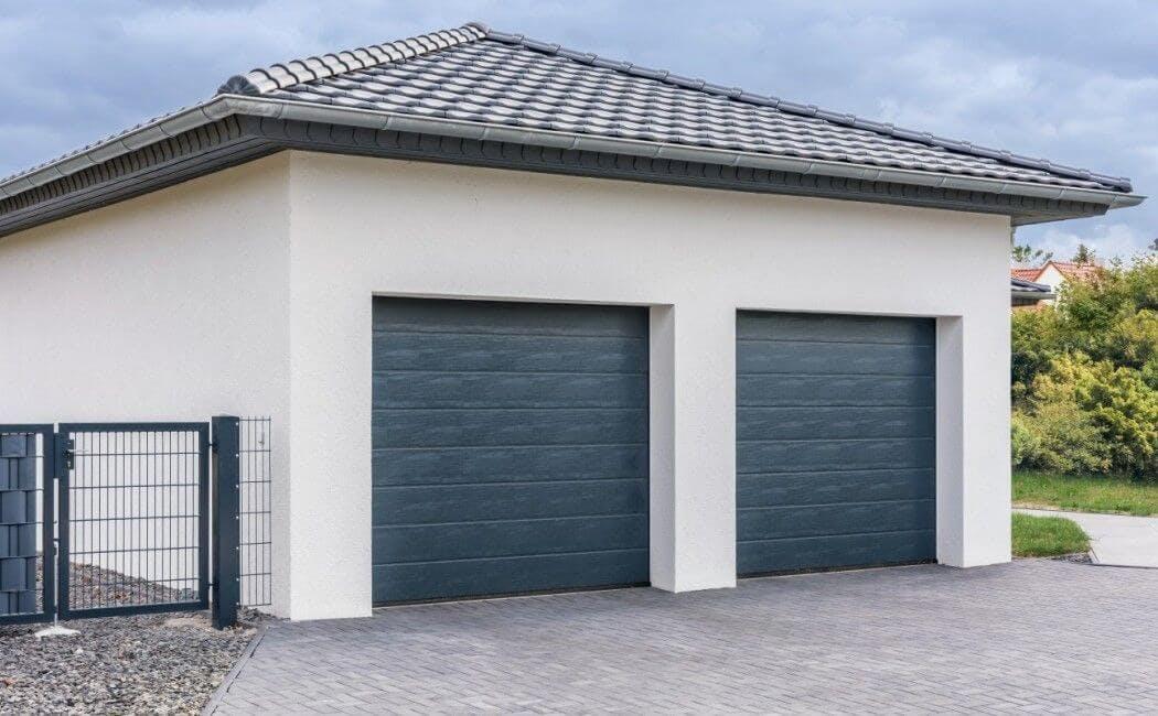 Quelle porte de garage pour un emplacement en bord de route ?